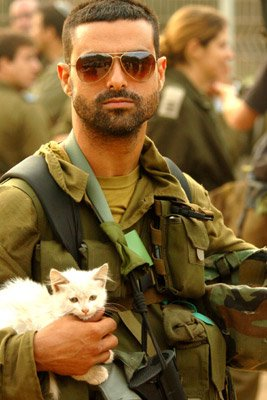 IDF_soldier_and_KittyImage